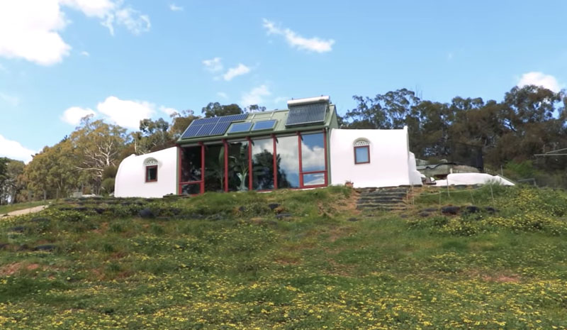 ¿Cómo hacer una casa autosuficiente? Un ejemplo interesante