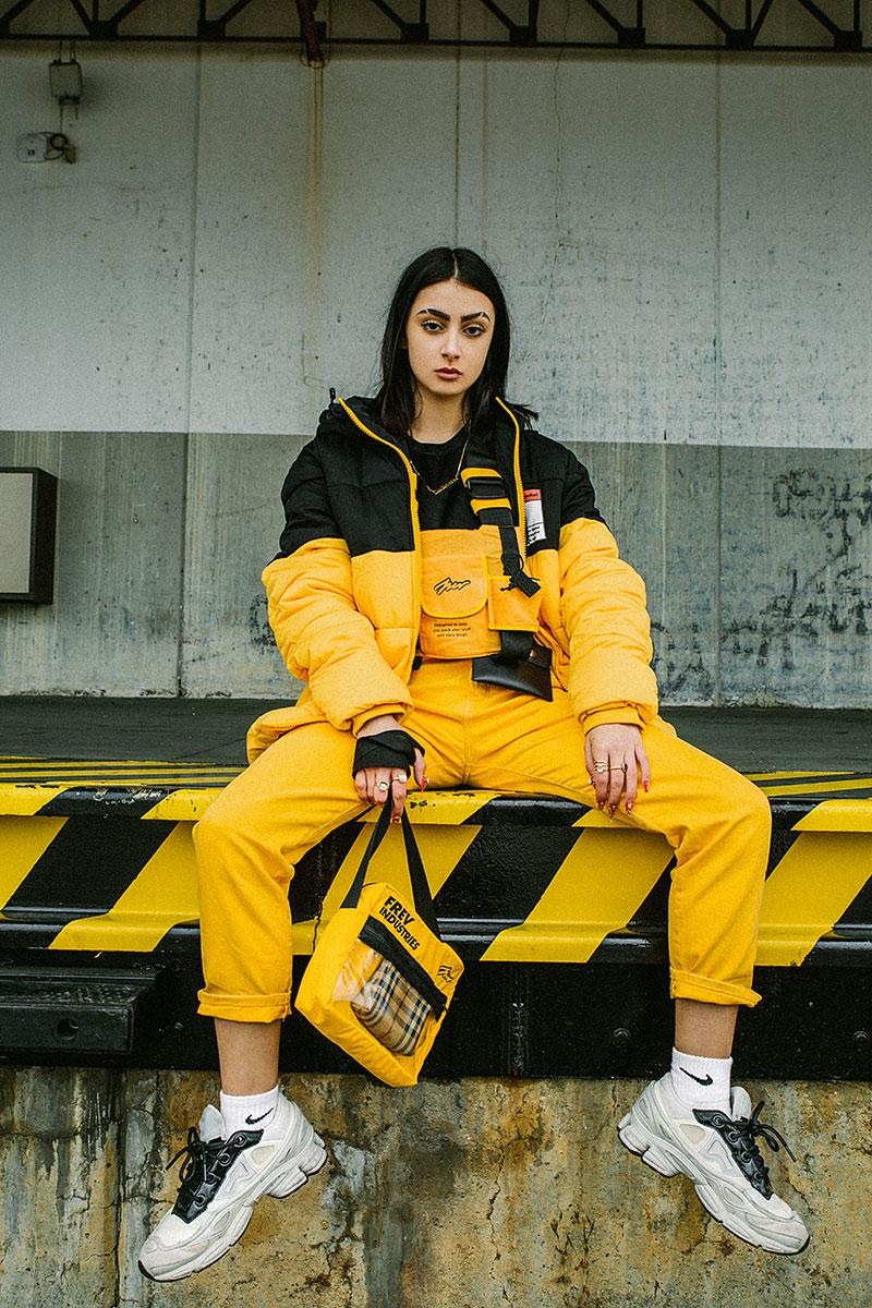 Amarillo y Negro: colores de moda para Cariatydes y Frev