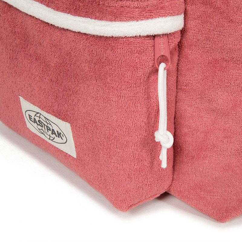 El estilo setentero de las nuevas mochilas Eastpak
