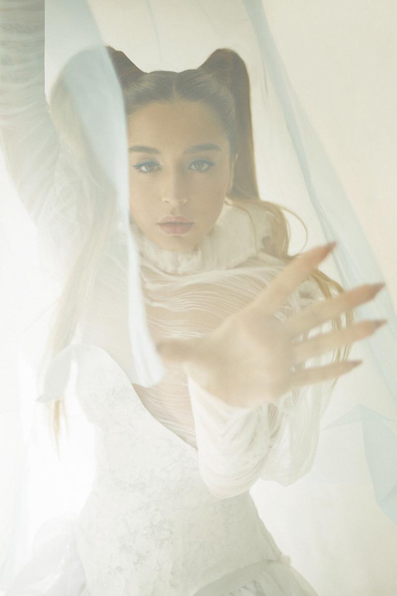 Akelarre, primer álbum de Lola Índigo