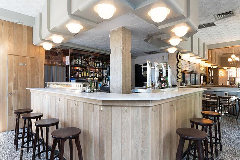 La Embajada, tu nuevo viejo bar de Lavapiés