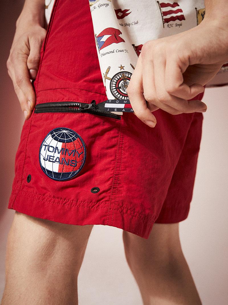 Look festivalero con la cápsula Tommy Jeans Summer Heritage