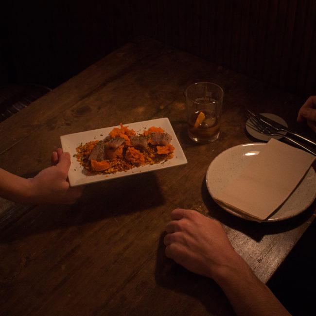 Taverna Pervers: comer rodeado de poesía en Barcelona