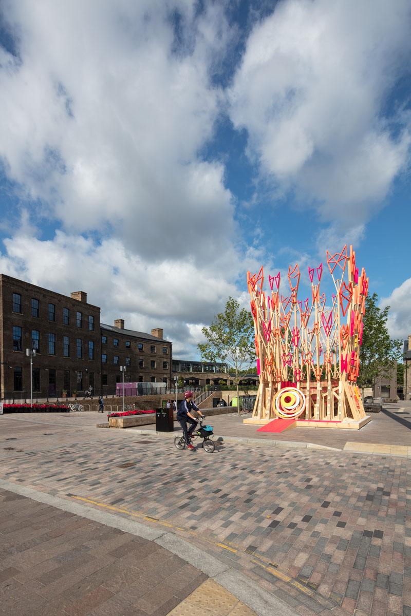 Amid.cero9 crea el artefacto público Wooden Parliament