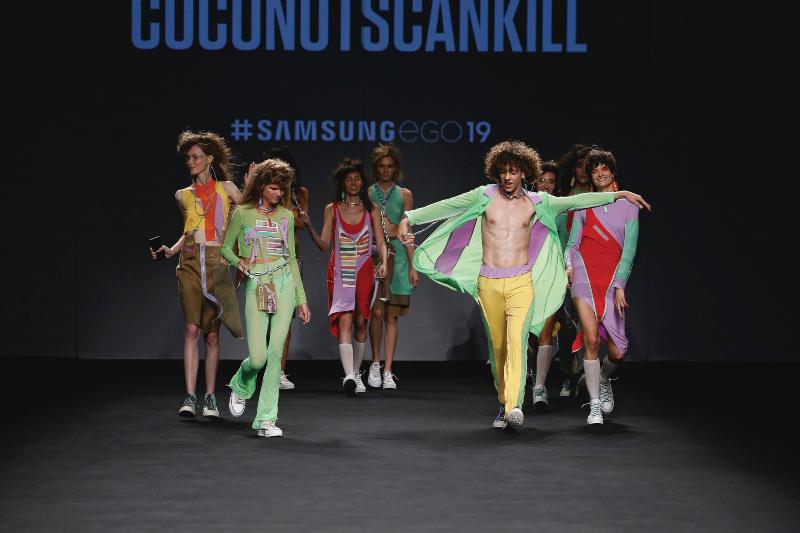 Estética rave y abstracción del producto en Samsung Ego