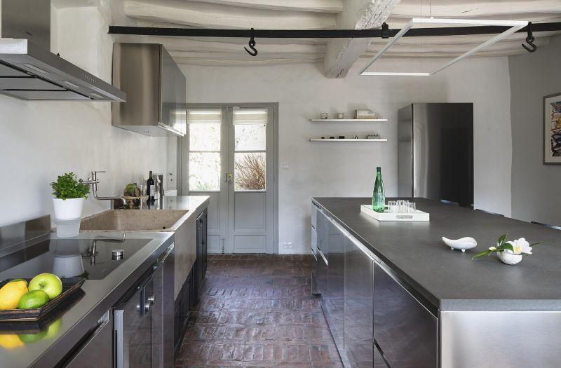 Cocina de acero inoxidable para casa: un ejemplo inspirador