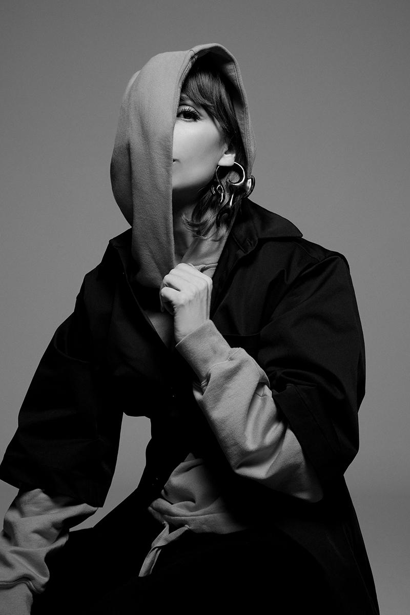 Najwa Nimri, nuevo videoclip en plan autodestructiva