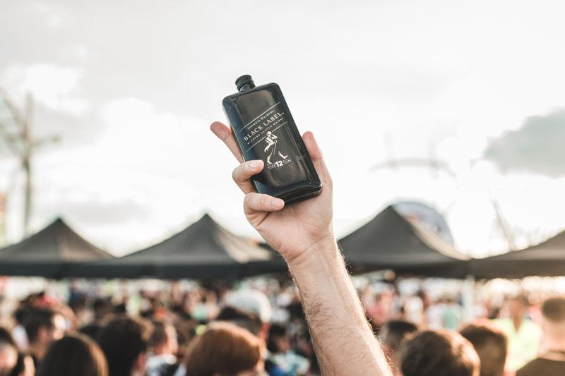 Johnnie Walker formato petaca o pocket arrasa en festivales