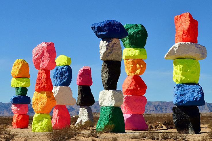 Seven Magic Mountains de Ugo Rondinone
