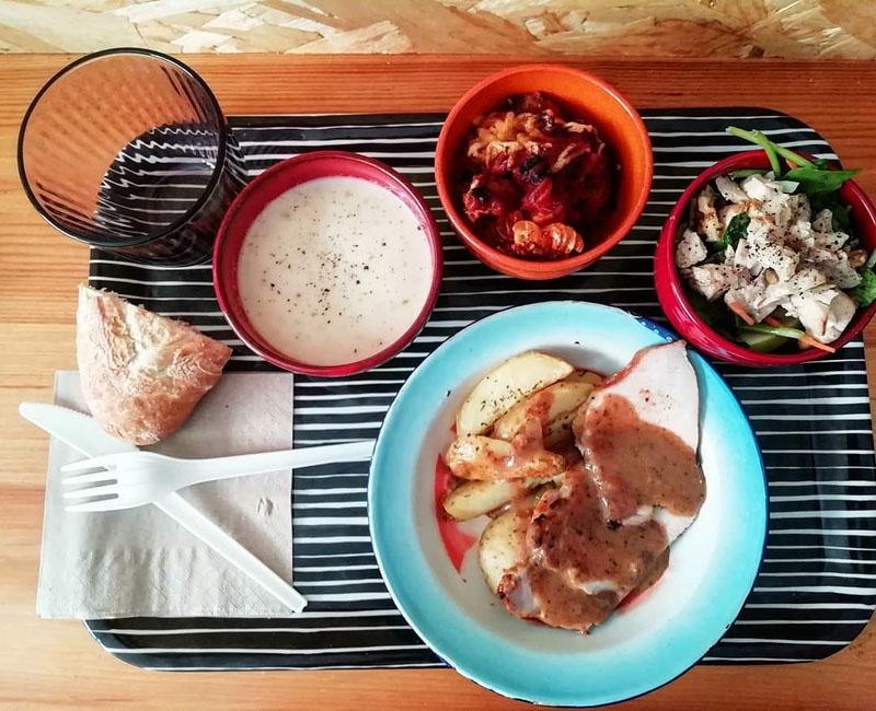 El Lugarcito en Noviciado: mucho más que comida para llevar