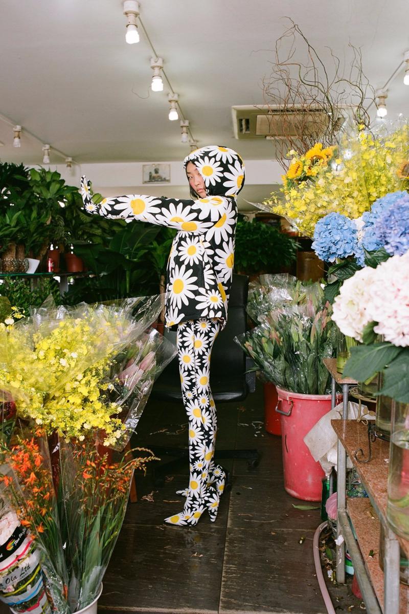 La explosión floral y artística de Moncler y Richard Quinn