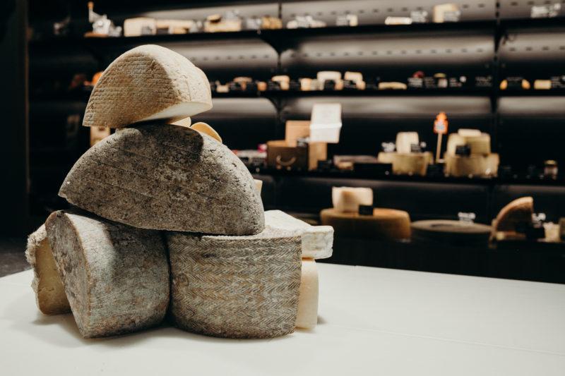 ¿Dónde comprar y comer queso en Barcelona?
