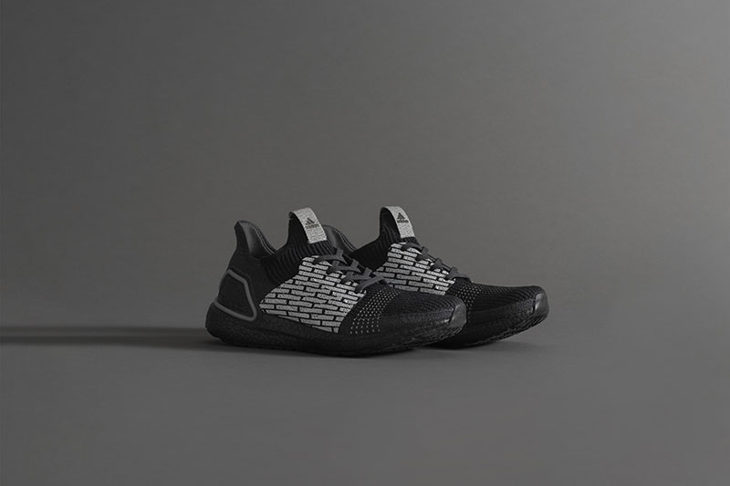 Adidas x Neighborhood, para runners in black