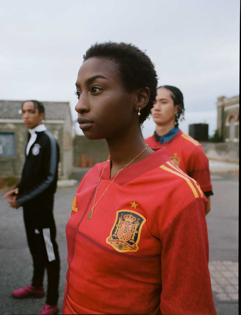 España y otras 9 selecciones estrenan camisetas de fútbol