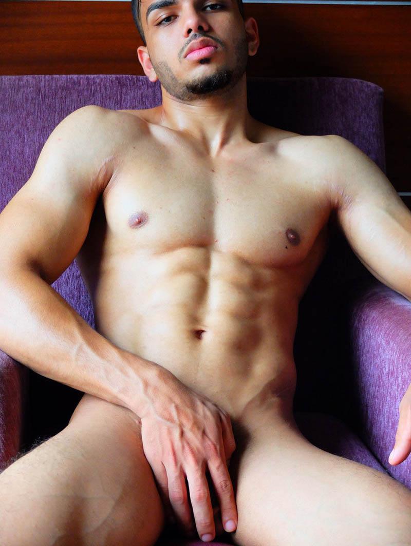 Ashish lanza su primer libro de fotografía erótica