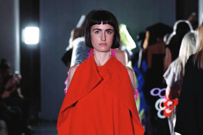 Ernesto Naranjo FW20 une la moda con la lucha feminista