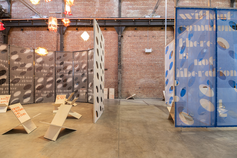 'Modelo Para Agotar Este Lugar' de Rafael Domenech