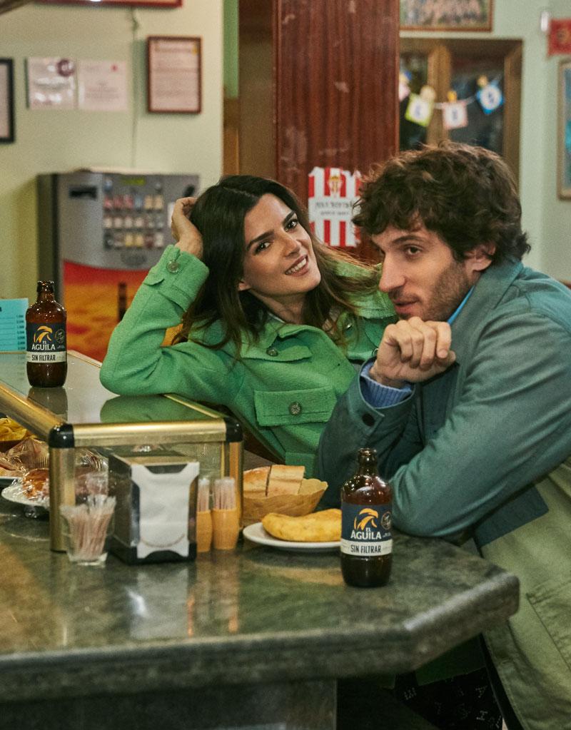 Quim Gutiérrez y Clara Lago juntos en El Vecino de Netflix