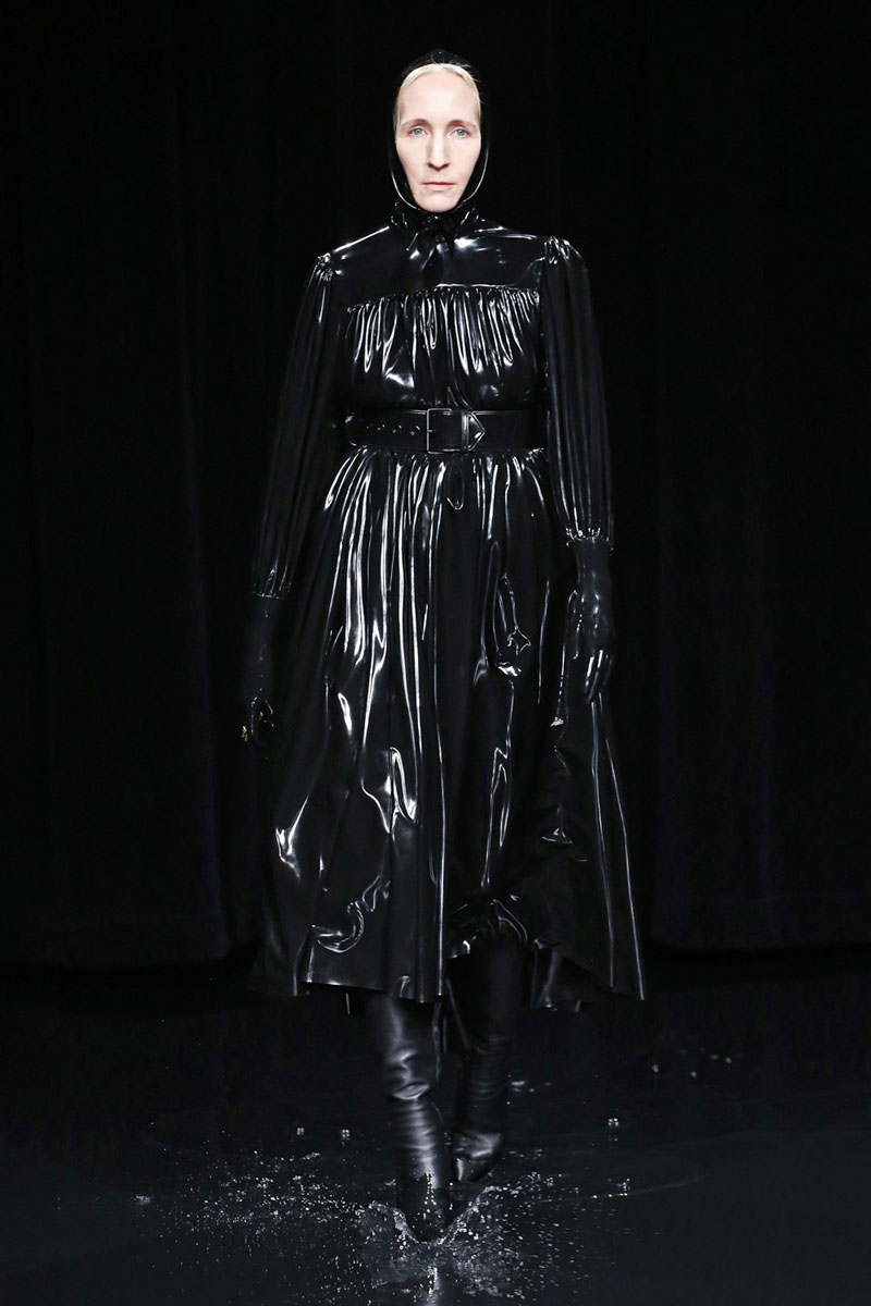 El show más oscuro de Balenciaga