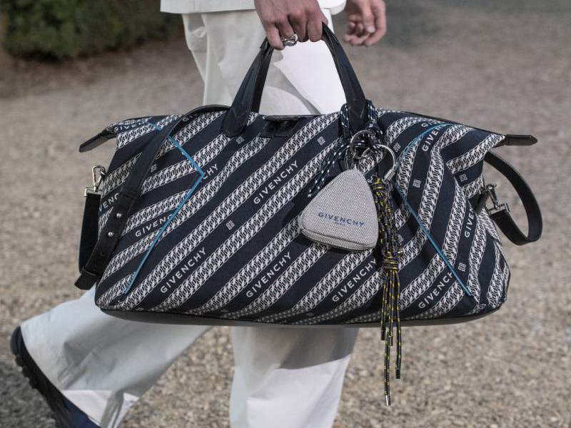 El bolso masculino definitivo: Givenchy Bond