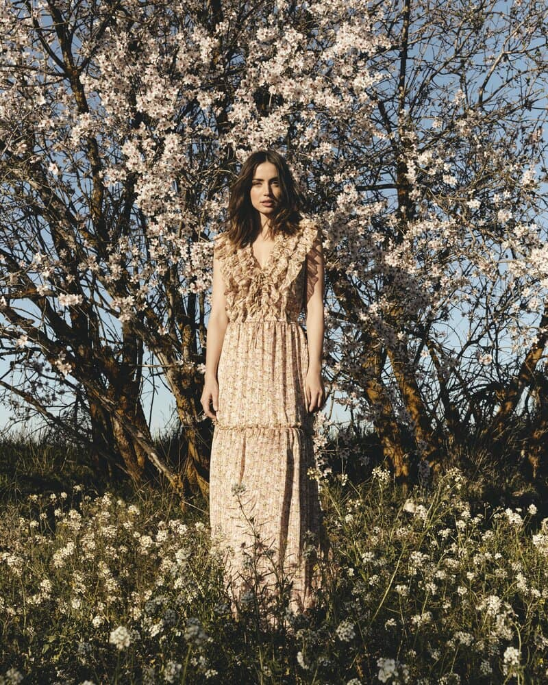 Ana de Armas da la bienvenida a la primavera