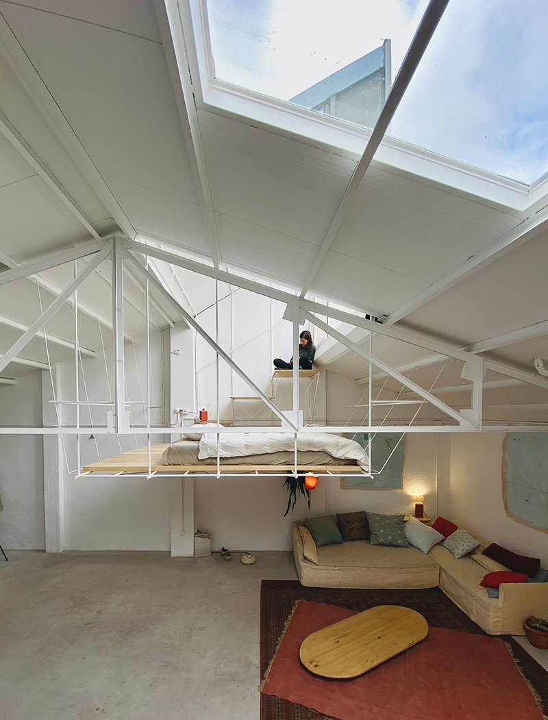 Casa Topo: refugio de Clara Cebrián, obra de Pía Mendaro
