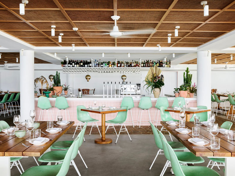Interiorismo retro para un restaurante costero