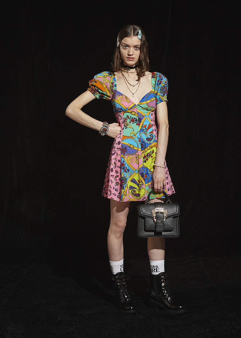 Juventud rebelde y lujo: Versace Jeans Couture FW20