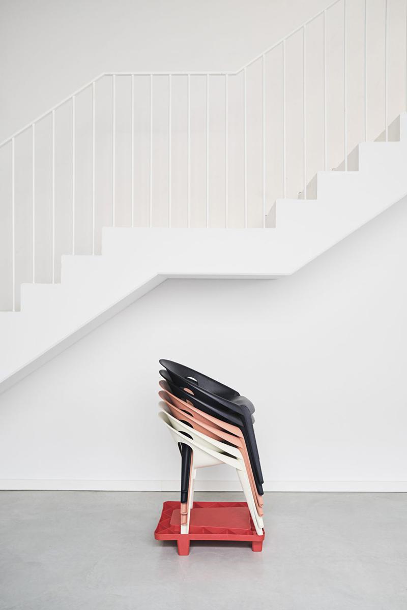 Bell Chair de Grcic, rediseñando las sillas monobloc