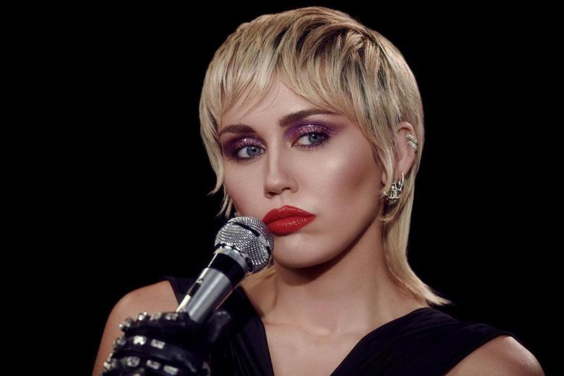 Miley Cyrus está de vuelta con Midnight Sky