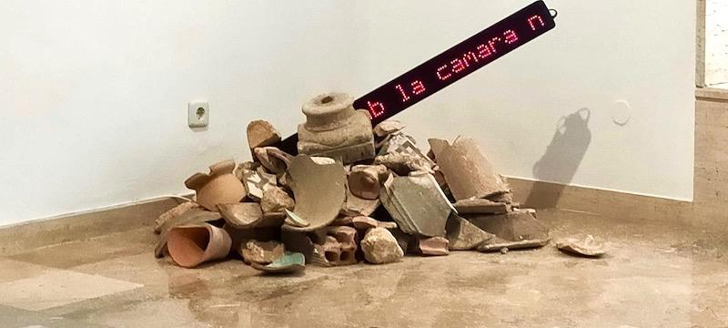 'Resistencias al borde al mar' de Ro Caminal en el MAMT