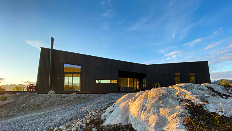 Casa Senja, una cabaña con vistas a los fiordos noruegos