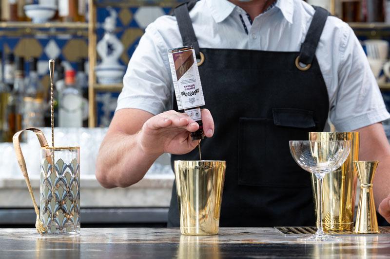 Cóctel Expreso Martini con Angostura Cocoa Bitters