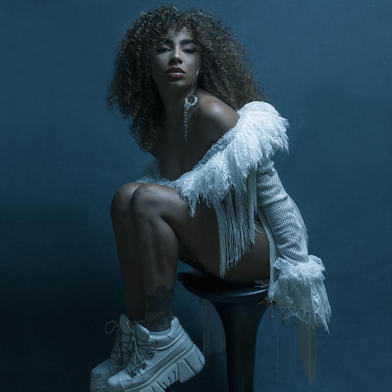 Charlamos con Deva sobre su primer álbum: Woman