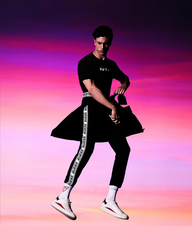 Guess Activewear: Athleisure llamativo y vibrante