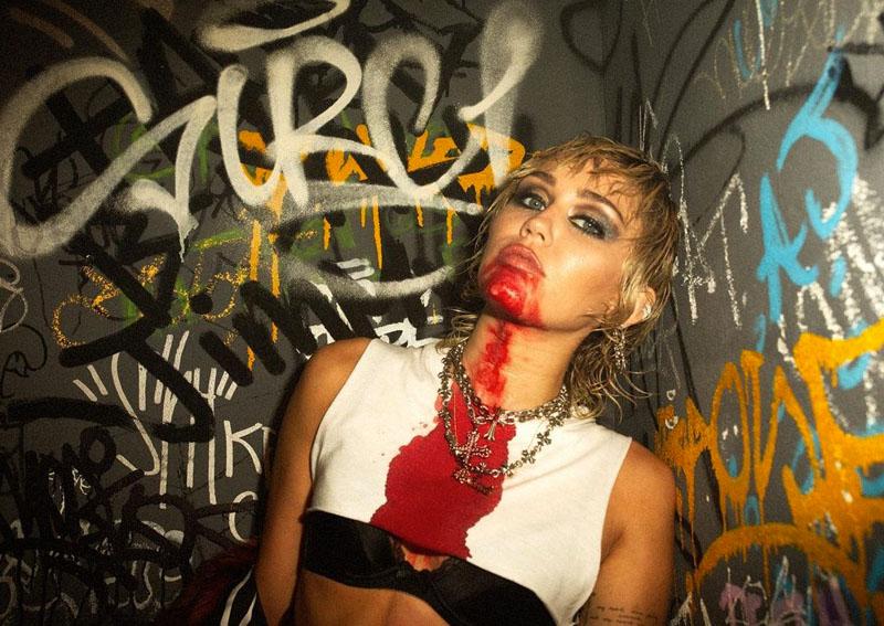 Escucha Plastic Hearts, el nuevo álbum de Miley Cyrus
