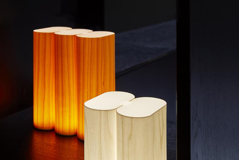 Tomo, la lámpara-libro de Mut Design para LZF