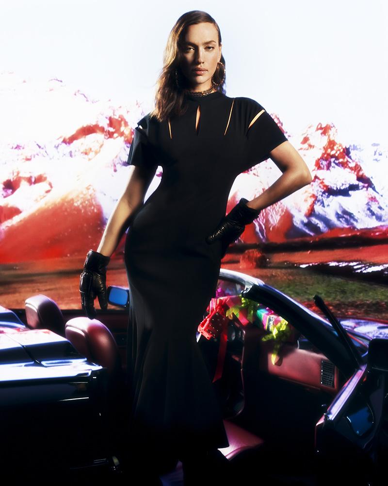 Versace propone la vuelta a casa más glamurosa