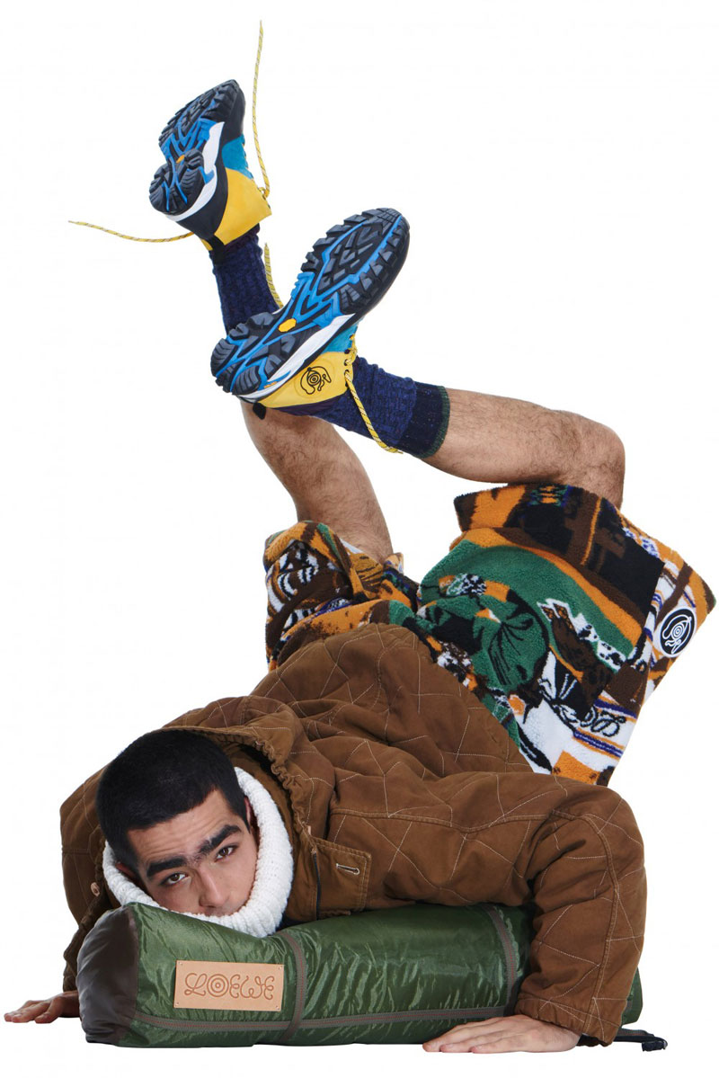 Omar Ayuso en las camisetas de Loewe FW21