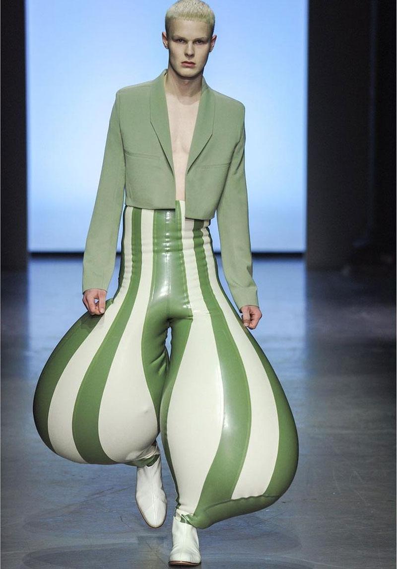 Pantalones hinchables de látex por Harikrishnan