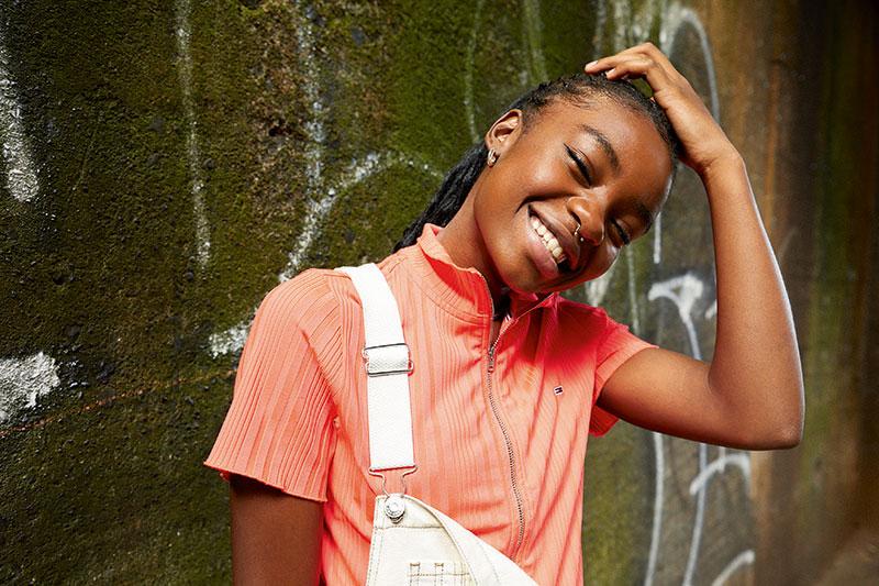 Jóvenes músicos emergentes que visten Tommy Jeans