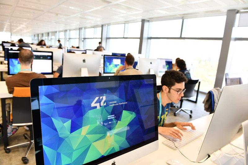 Tecnología, el área con menos paro en España
