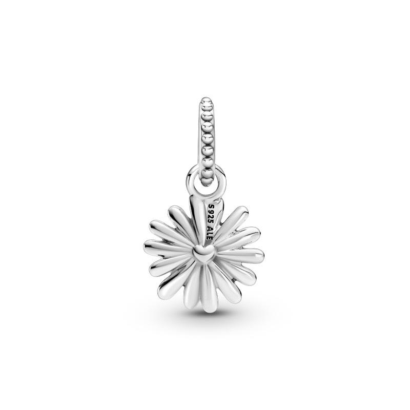 Pandora Garden 2021: un jardín de joyas en forma de flor