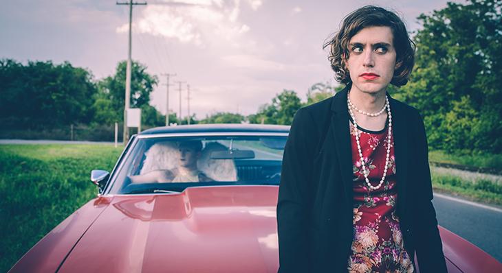 Ezra Furman es mujer trans y madre.