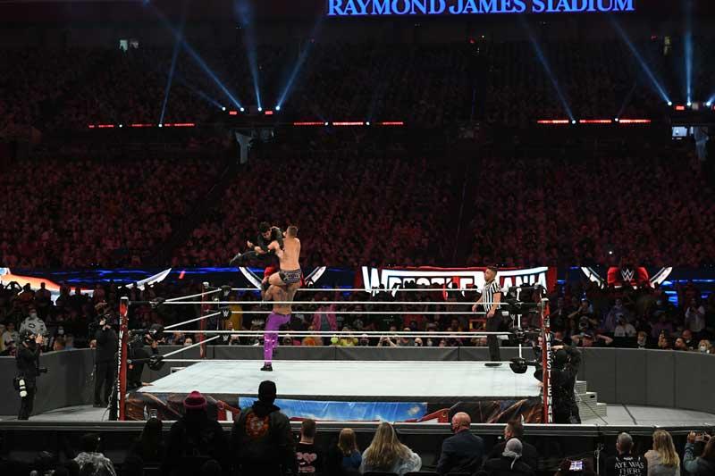 Bad Bunny es luchador de Wrestling en Wrestlemania 37