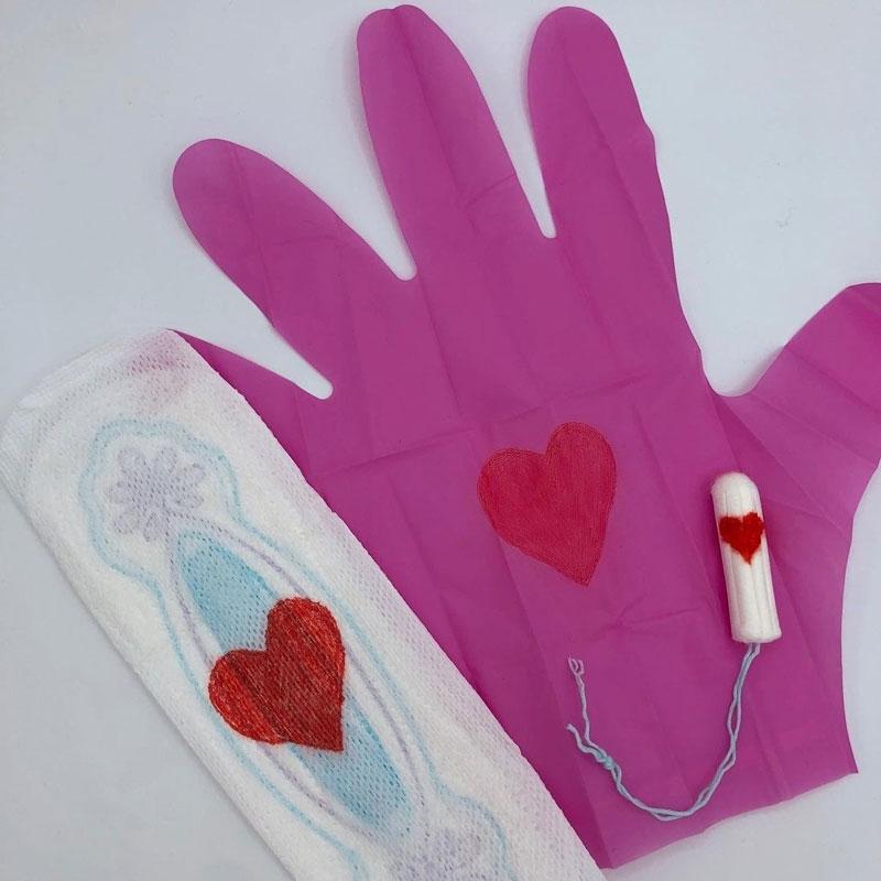 Pinky Gloves, guantes machistas para la menstruación
