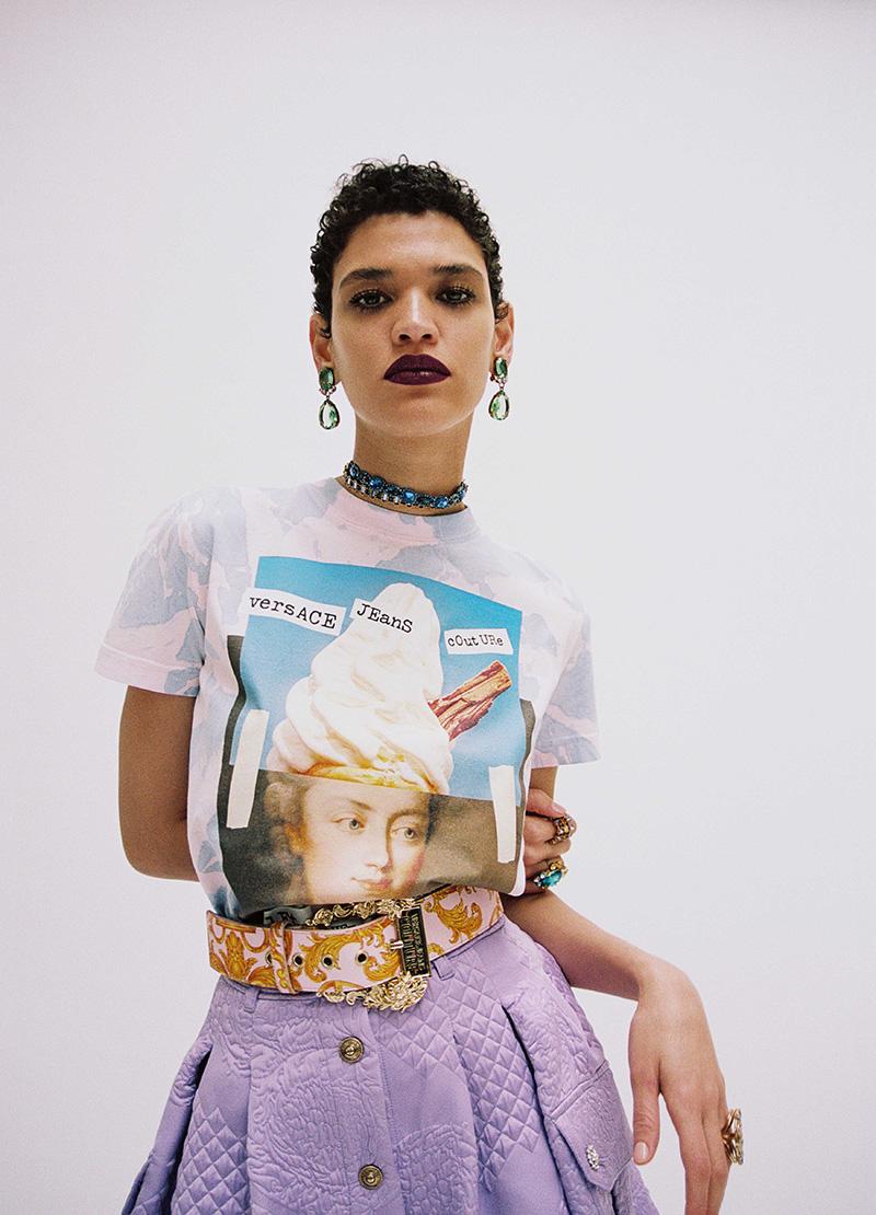 Versace Jeans Couture x Hey Reilly: enlazando humor y moda