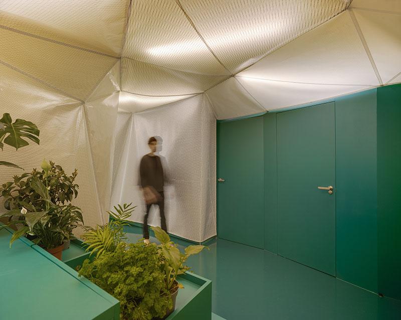 Ad-hoc Arquitectura: una vivienda que desdibuja los límites
