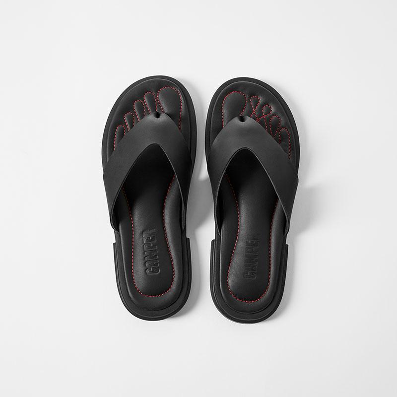 Camper presenta nuevos modelos de su colección Twins SS21