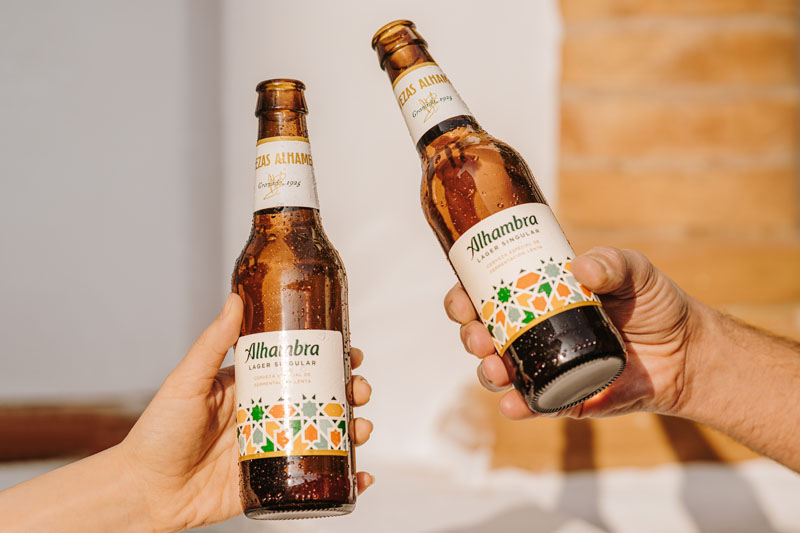 Presentación de Alhambra Lager Singular en un evento único